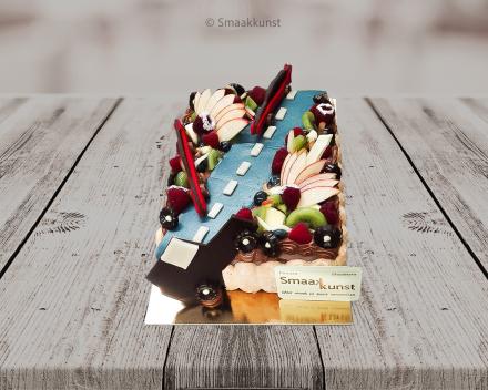 Auto taart als themagebak door patisserie en chocolaterie Smaakkunst te Roeselare