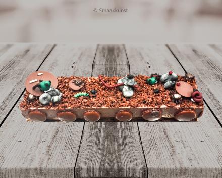 Caramba met kriebelbeestjes taart als themagebak door patisserie en chocolaterie Smaakkunst te Roeselare