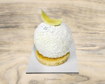 De piña colada als individueel gebak, uit het assortiment standaard taarten van Smaakkunst Roeselare