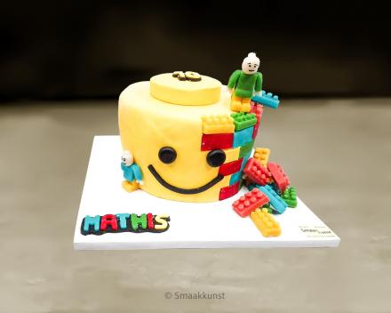 Lego als 3D figuurtaart door patisserie en chocolaterie Smaakkunst te Roeselare