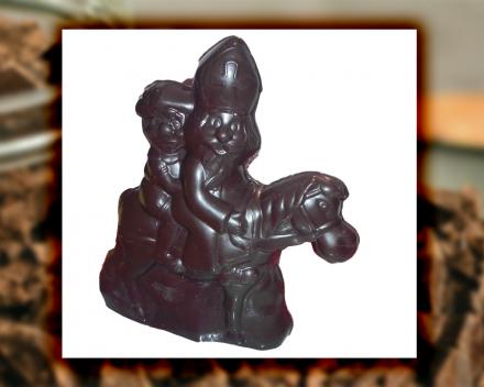 Sint en zwarte piet te paard uit het assortiment seizoenschocolade van Smaakkunst te Roeselare