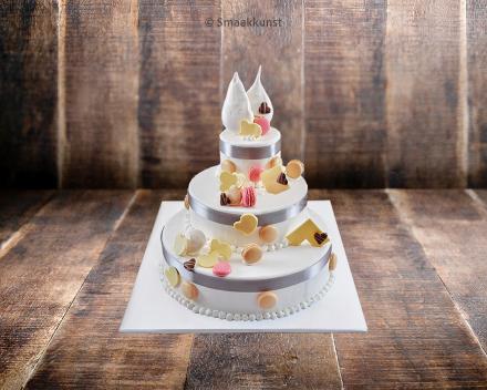 Stapeltaart als bruidstaart door patisserie en chocolaterie Smaakkunst te Roeselare
