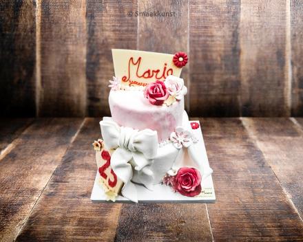 Stapeltaart verjaardag door patisserie en chocolaterie Smaakkunst te Roeselare